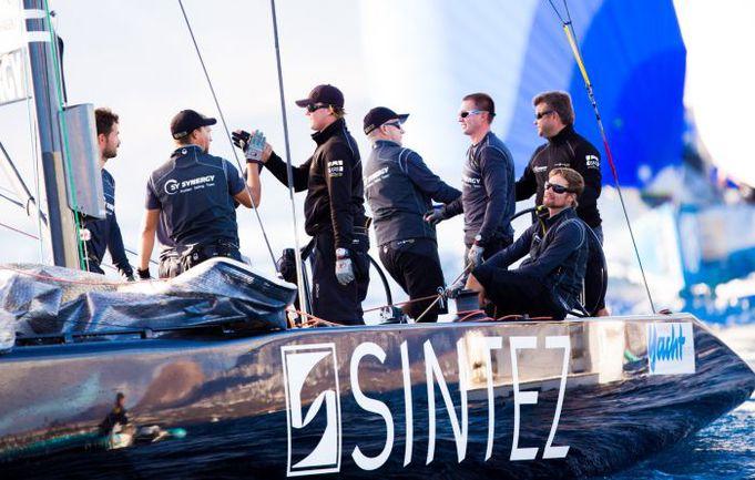 """Яхтсмены """"Синергии"""" поздравляют друга друга с удачным днем. . Фото MartinezStudio"""