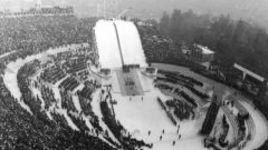 Конструкция стадиона вокруг трамплина Бергизельшанце позволяла принимать более 80 тысяч зрителей. Там же проходила и церемония открытия Игр, которые в общей сложности посетило 1 073 000 болельщиков.