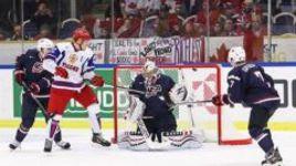 Сегодня. Мальме. США - Россия - 3:5. В ворота Джона ГИЛЛИСА влетает вторая шайба Никиты Задорова.