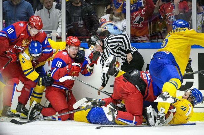 4 января. Мальме. Швеция - Россия - 2:1. Игроки российской молодежки не уступили ни по игре, ни в драках, но в финал вышли шведы. Фото AFP