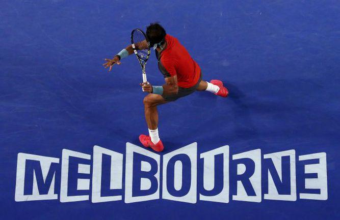 Пятница. Мельбурн. Рафаэль НАДАЛЬ побеждает Роджера Федерера в споре за выход в финал Открытого чемпионата Австралии. Фото REUTERS