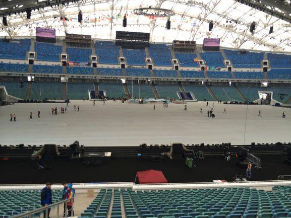 """Вчера. Сочи. Стадион """"Фишт"""" готовят к церемонии открытия Олимпиады."""