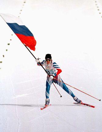 16 февраля 1998 года. Нагано. На финише победной для сборной России эстафеты 4х5 км преимущество Ларисы ЛАЗУТИНОЙ  над преследовательницами было безоговорочным. Фото REUTERS
