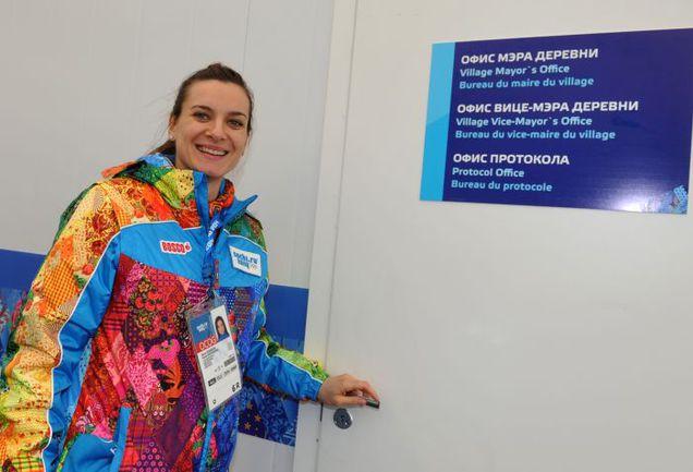 """Сочи. Елена ИСИНБАЕВА у двери своего рабочего кабинета. Фото Александр ФЕДОРОВ, """"СЭ"""""""