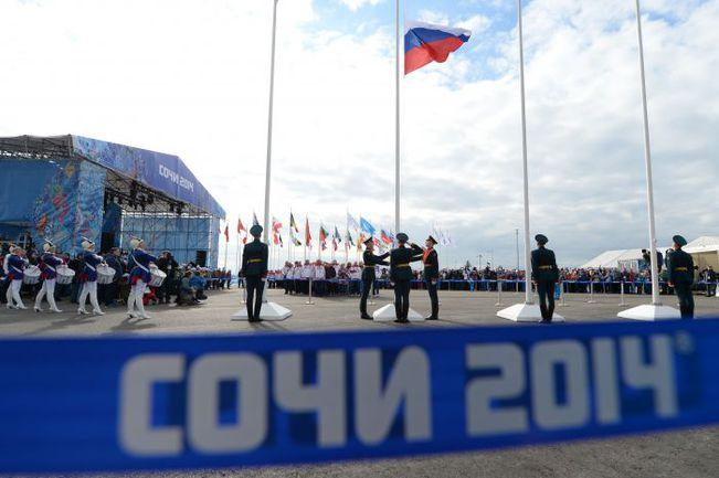 Сегодня. Сочи. Флаг России над Олимпийской деревней. Фото AFP