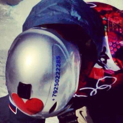 Этот шлем Алексея СОБОЛЕВА уже стал знаменитым. Фото pikabu.ru