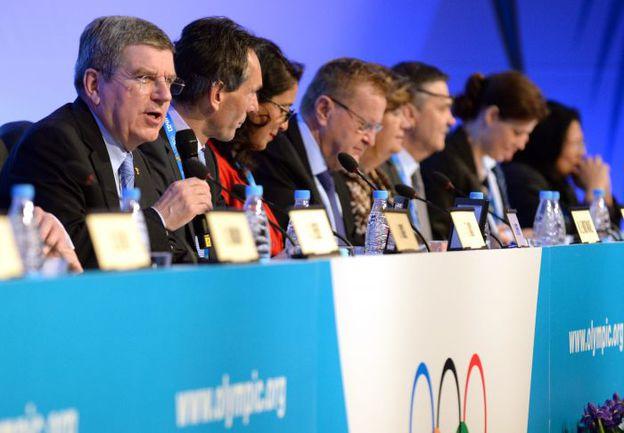 Среда. Сочи. Глава МОК Томас БАХ (слева) на заседании Международного олимпийского комитета. Фото REUTERS
