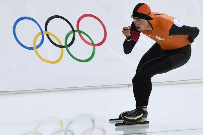 Сегодня. Сочи. Свен КРАМЕР завоевывает золото на 5000 м и устанавливает олимпийский рекорд на вторых Играх подряд. Фото AFP