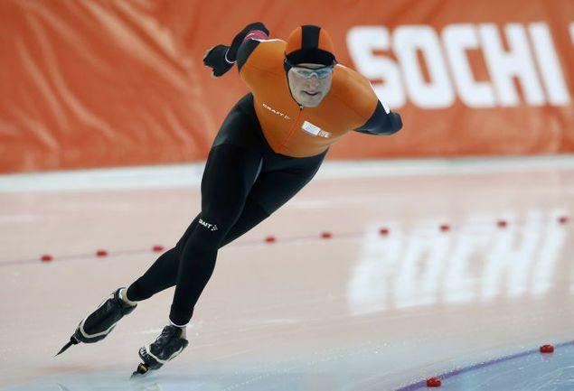 Сегодня. Сочи. Свен КРАМЕР завоевывает золото на 5000 м и устанавливает олимпийский рекорд на вторых Играх подряд. Фото REUTERS