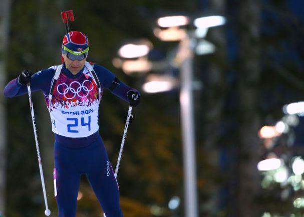 Суббота. Сочи. Через несколько минут Оле Эйнар БЬОРНДАЛЕН примерит золотую медаль Олимпиады в Сочи. Фото ТАСС