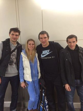 Артем АНИСИМОВ, Мария КИРИЛЕНКО, Александр ОВЕЧКИН и Павел ДАЦЮК (слева направо) перед вылетом в Сочи. Фото twitter.com