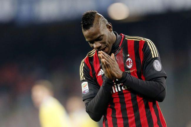 """Суббота. Неаполь. """"Наполи"""" – """"Милан"""" – 3:1. После игры Марио БАЛОТЕЛЛИ не смог сдержать слез. Фото REUTERS"""