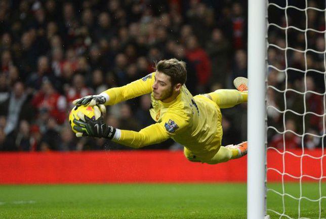 """Среда. Лондон. """"Арсенал"""" - """"Манчестер Юнайтед"""" - 0:0. Давид ДЕ ХЕА совершает очередной сэйв. Фото REUTERS"""