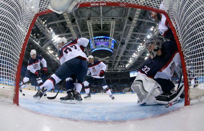 В первом матче на Олимпиаде в Сочи сборная США разгромила словаков со счетом 7:1. Фото AFP