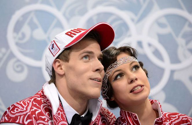 Воскресенье. Сочи. Никита КАЦАЛАПОВ и Елена ИЛЬИНЫХ в ожидании оценок. Фото REUTERS