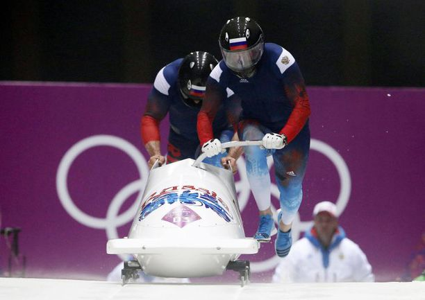Вчера. Красная Поляна. Александр ЗУБКОВ (справа) и Алексей ВОЕВОДА. Фото REUTERS