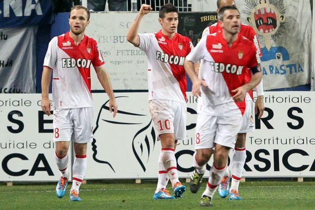 """Футболисты """"Монако"""" отмечают взятие ворот """"Бастии"""". Фото AFP"""