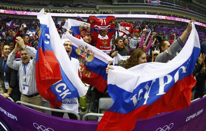 Российские болельщики поддерживают команду в Сочи. Фото REUTERS