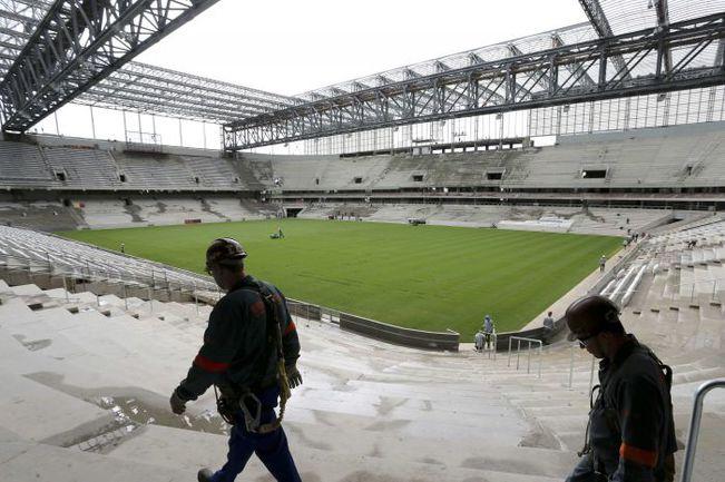"Куритиба. Строящийся стадион ""Арена да Баишада"". Фото REUTERS"