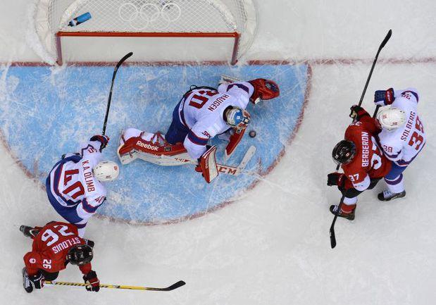 13 февраля. Канада - Норвегия - 3:1. Несмотря на то, что скандинавы в итоге оказались худшей командой по итогам группового турнира, они дали бой одним из фаворитов турнира. Фото AFP