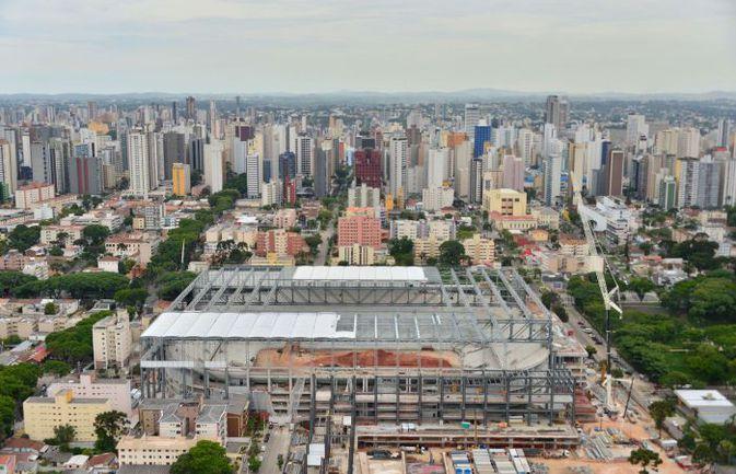 Строительство стадиона в бразильской Куритибе. Фото AFP