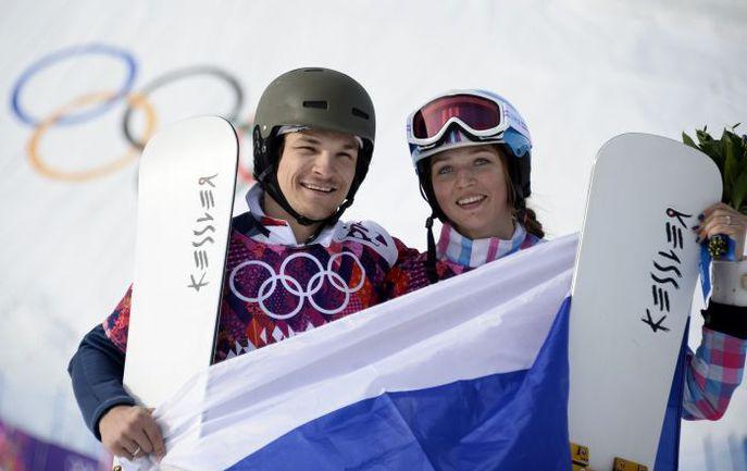 Сегодня. Сочи. Олимпийский чемпион Вик УАЙЛД и его жена, бронзовый призер Игр-2014 Алена ЗАВАРЗИНА. Фото AFP