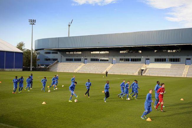 """Футболисты """"Генка"""" проводят тренировку на клубной базе. Фото AFP"""