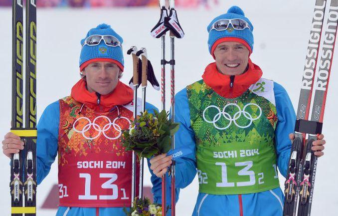 Российские лыжники Максим ВЫЛЕГЖАНИН (слева) и Никита КРЮКОВ. Фото AFP