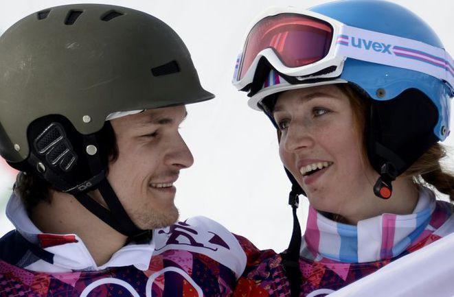 Вчера. Сочи. Олимпийский чемпион Вик УАЙЛД и бронзовый призер Игр Алена ЗАВАРЗИНА. Фото AFP