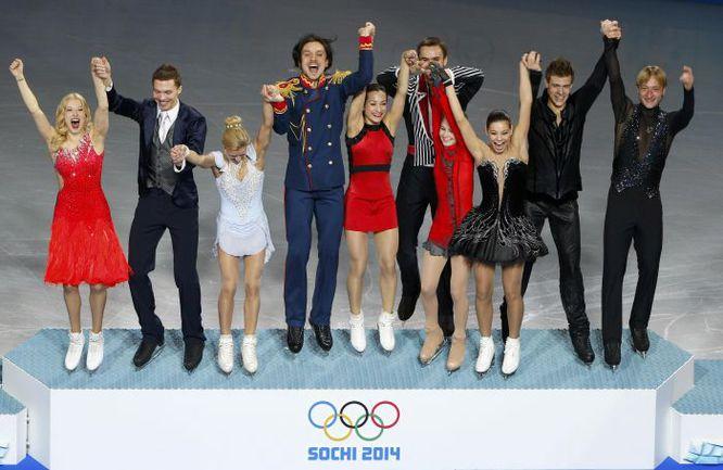 Первое золото России на Олимпиаде - в командном турнире фигуристов. Фото REUTERS