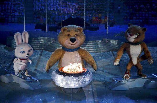 """Вчера. Сочи. Стадион """"Фишт"""". Олимпийский огонь гаснет на церемонии закрытия. Фото REUTERS"""