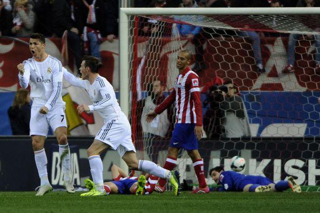 """Воскресенье. Мадрид. """"Атлетико"""" - """"Реал"""" - 2:2. 82-я минута. Только что КРИШТИАНУ РОНАЛДУ установил окончательный счет матча. Фото AFP"""