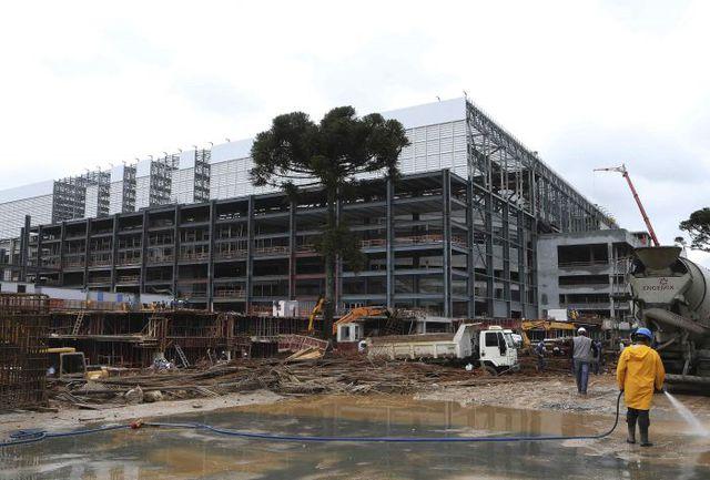 Часть стадионов ЧМ-2014, в том числе в Куритибе, обещают построить только к середине мая. Фото REUTERS