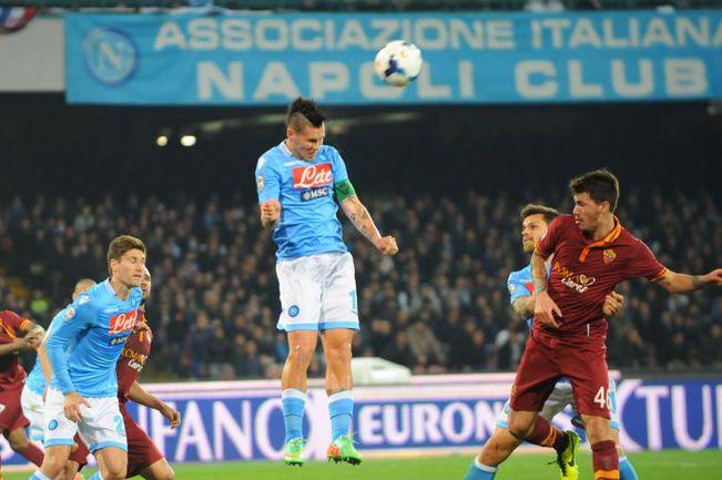 """Воскресенье. Неаполь. """"Наполи"""" - """"Рома"""" - 1:0. Марек ХАМШИК (в центре) наносит удар по воротам. Фото REUTERS"""