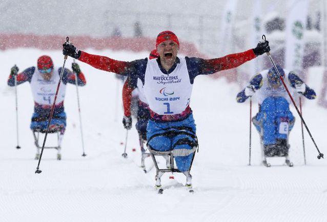 Вчера. Красная Поляна. Роман ПЕТУШКОВ выигрывает золото в спринте. Фото REUTERS