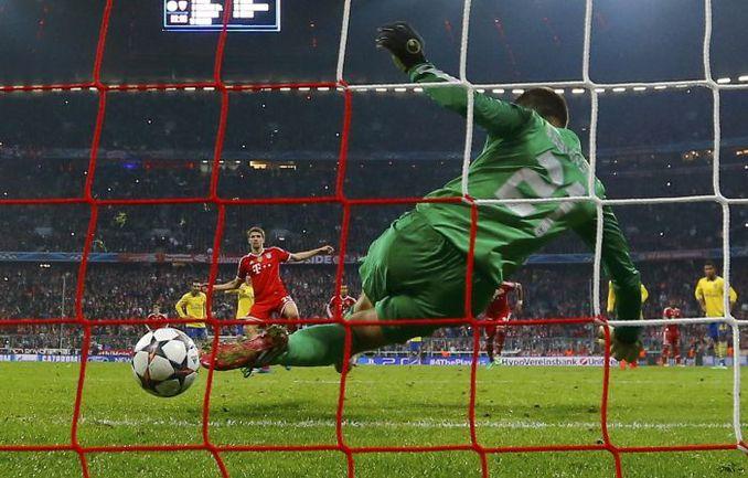 "Вторник. Мюнхен. ""Бавария"" - ""Арсенал"" - 1:1. 90+2-я минута. Томас МЮЛЛЕР не реализует пенальти. Фото REUTERS"
