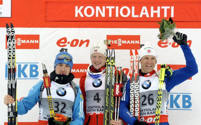 Сегодня. Контиолахти. Александр ЛОГИНОВ, Йоханнес БЕ и Лоуэлл БЭЙЛИ (справа налево) - призеры спринтерской гонки. Фото AFP