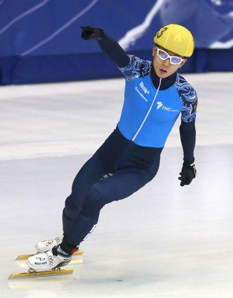 Монреаль. Виктор АН празднует победу на дистанции 1000 м на чемпионате мира. Фото REUTERS