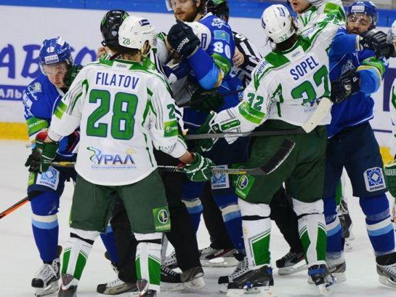 "Пятница. Астана. ""Барыс"" - ""Салават Юлаев"" - 2:3 ОТ. Никита ФИЛАТОВ и его партнеры в овертайме расстроили хозяев льда. Фото hcbarys.kz"