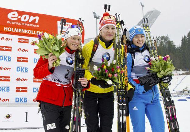 Сегодня. Холменколлен. Тора БЕРГЕР, Анастасия КУЗЬМИНА и Ольга ВИЛУХИНА. Фото AFP