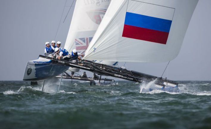 Gazprom Team Russia показала отличную форму в сильный ветер. Фото Lloyd Images