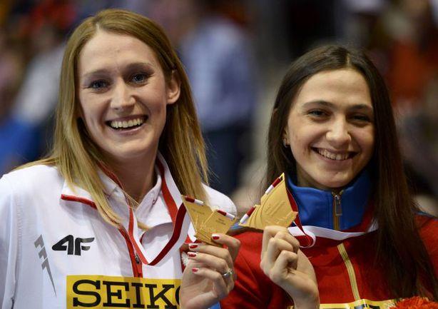 9 марта. Сопот. Чемпионки мира Мария КУЧИНА (справа) и Камила ЛИЦВИНКО. Фото AFP
