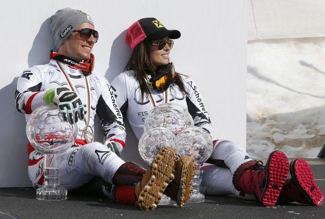 16 марта. Ленцерхайде (Швейцария). Австрийские горнолыжники Марсель ХИРШЕР и Анна ФЕННИНГЕР заработали в минувшем сезоне соответственно 283 000 и 268 000 евро призовых - больше, чем кто-либо еще в зимних Кубках мира. Фото Reuters