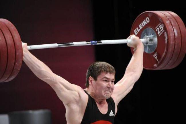 Тяжелоатлет Артем ИВАНОВ. Фото AFP