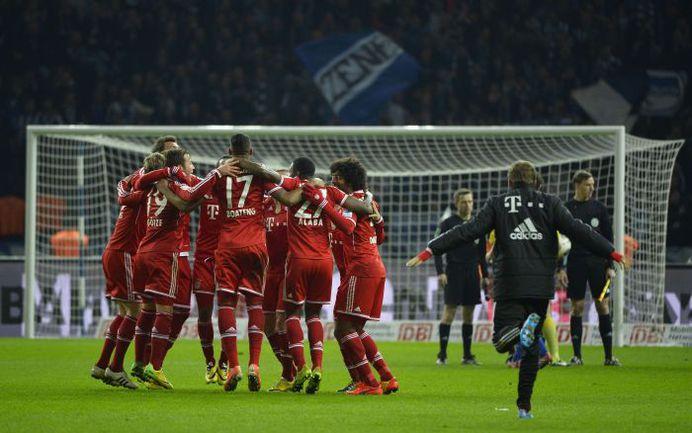 """Вторник. Берлин. """"Герта"""" – """"Бавария"""" – 1:3. Несколько секунд назад мюнхенцы вновь выиграли бундеслигу. Фото REUTERS"""