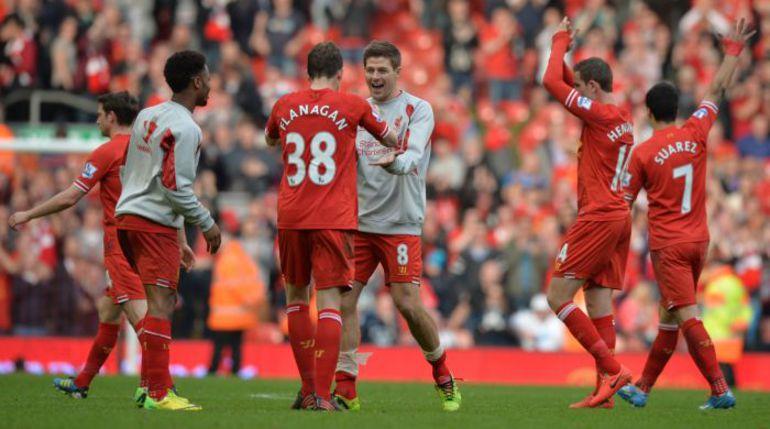 """Сегодня. Ливерпуль. """"Ливерпуль"""" - """"Тоттенхэм"""" - 4:0. Хозяева празднуют победу. Фото REUTERS"""