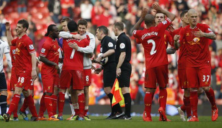 """Воскресенье. Ливерпуль. """"Ливерпуль"""" – """"Тоттенхэм"""" – 4:0. """"Красные"""" радуются первому месту в таблице. Фото REUTERS"""