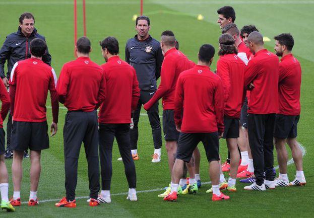 """Вчера. Барселона. Диего СИМЕОНЕ и его """"Атлетико"""" готовятся к очередной встрече с каталонцами. Фото AFP"""