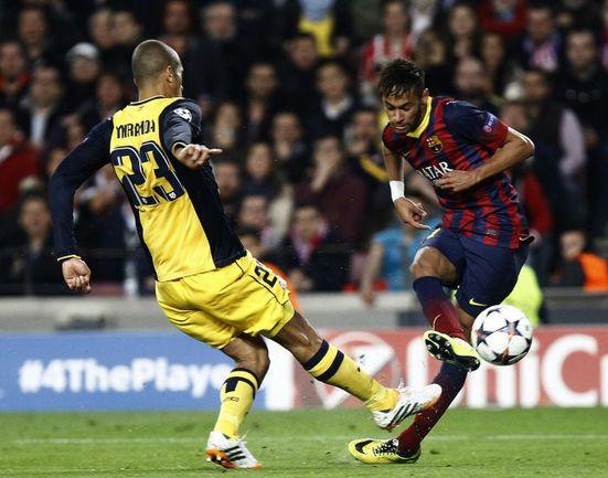 """Вчера. Барселона. """"Барселона"""" - """"Атлетико"""" - 1:1. 71-я минута. НЕЙМАР (справа) сравнивает счет. Фото AFP"""