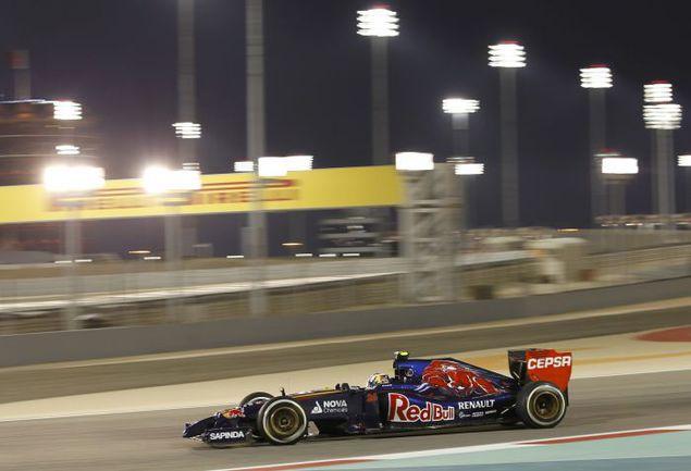 Вчера. Бахрейн. Россиянин Даниил КВЯТ во время второй практики. Фото REUTERS